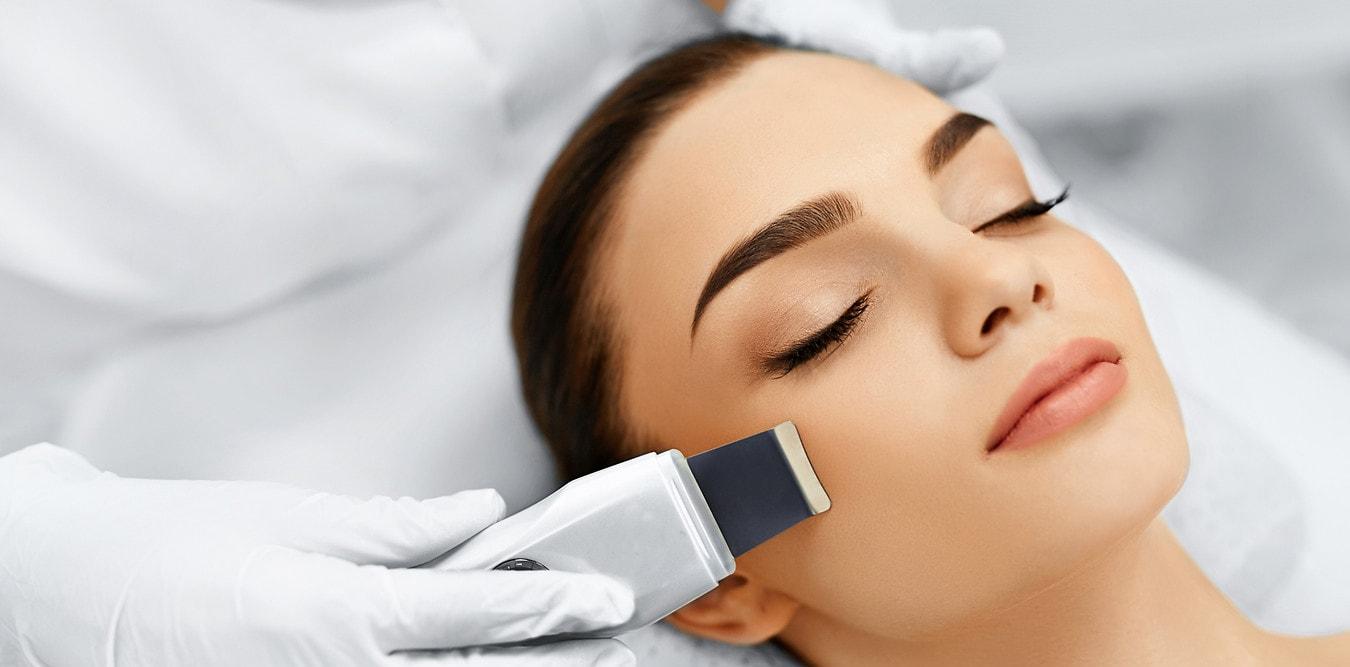 процедура ультразвукового пилинга лица