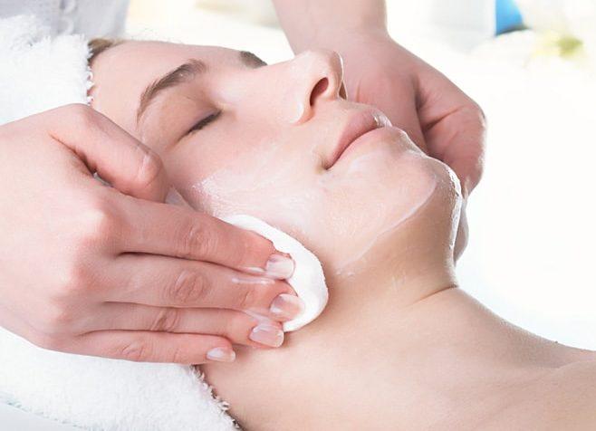 проведение фитинового пилинга косметологом