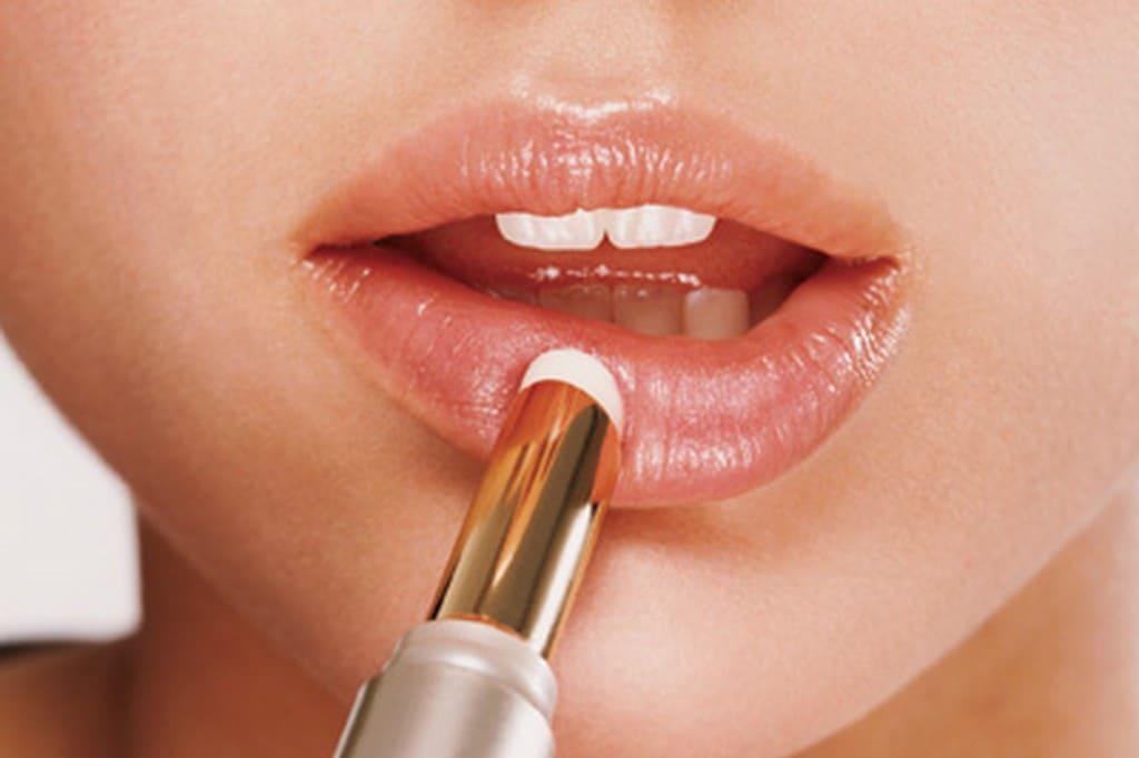 Методы борьбы с сухостью кожи губ